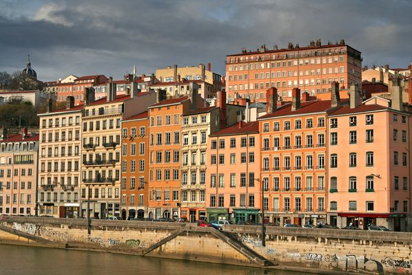 riverbank houses in old lyon